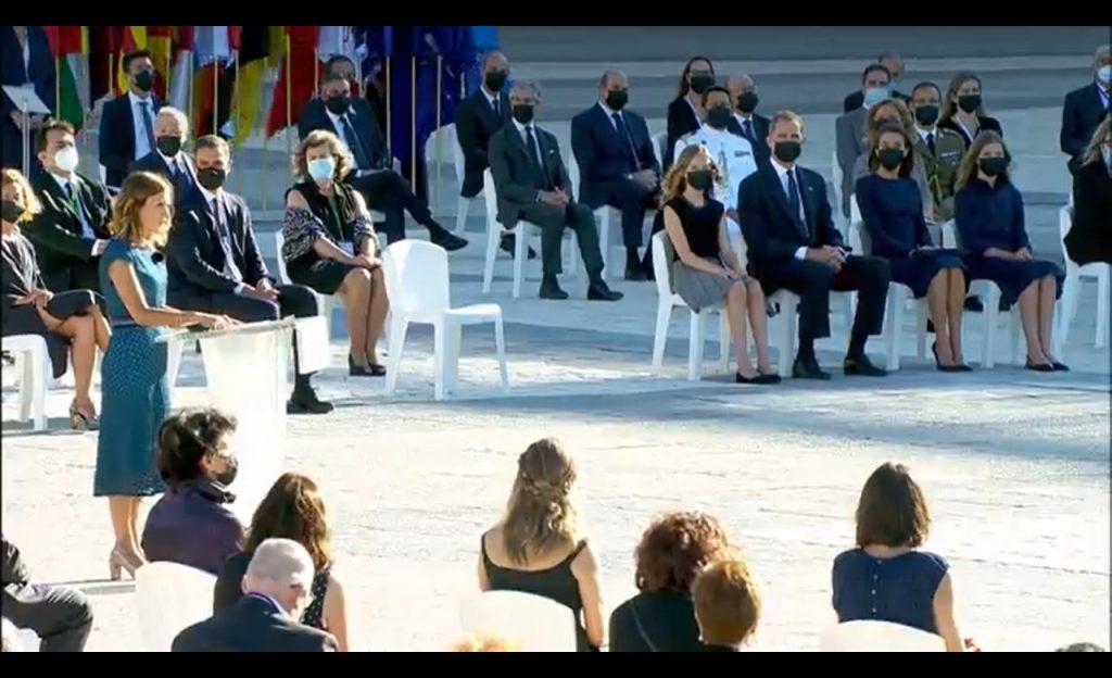 Acto homenaje con el Rey Felipe VI al fondo.