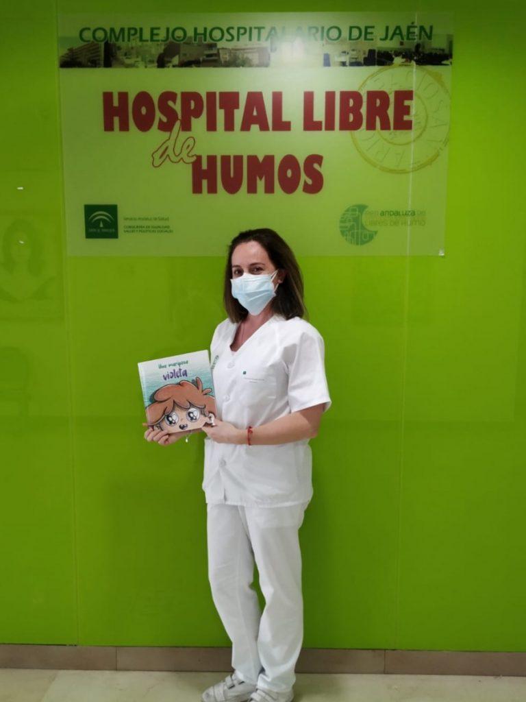 María Dolores Sánchez con el libro