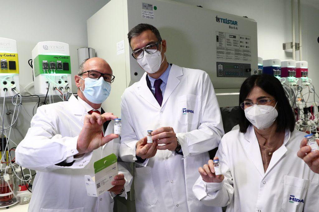 David Nogareda, CEO de HIPRA, Pedro Sánchez y Carolina Darias