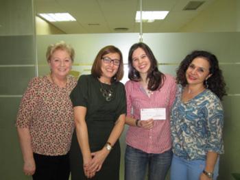 En la imagen la directora y subdirectoras de Metas con Ana Pardilla, ganadora del certamen 2014