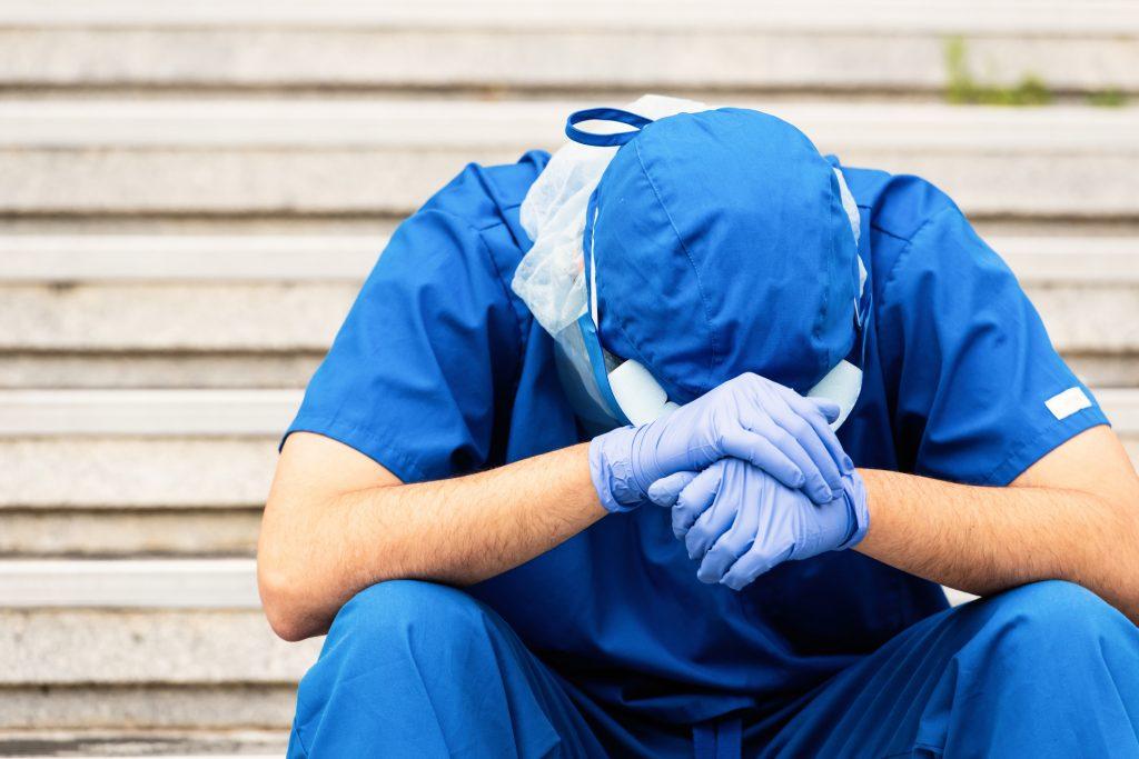 Profesional sanitaria agotada | iStock