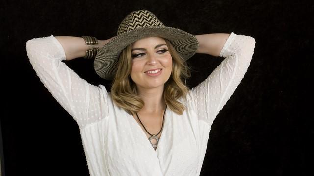 Julia Calatayud es enfermera y cantante